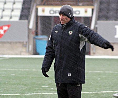 Fotbollsträning i snö är ingen nyhet för Sixten Boström. Det provade han på redan i Jacobstad. Det här är dock en januaribild anno 2009, tagen av ÖSK Fotbolls Michael Karlberg.