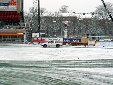 Plogbilen med den magiska snösmältande plogen i aktion. Det är i alla fall hur jag inbillar mig att snön försvinner.